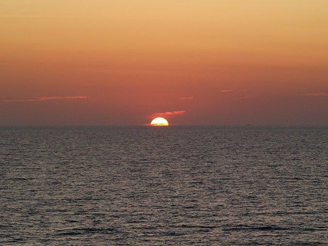 Ηλιοβασίλεμα από το πλοίο